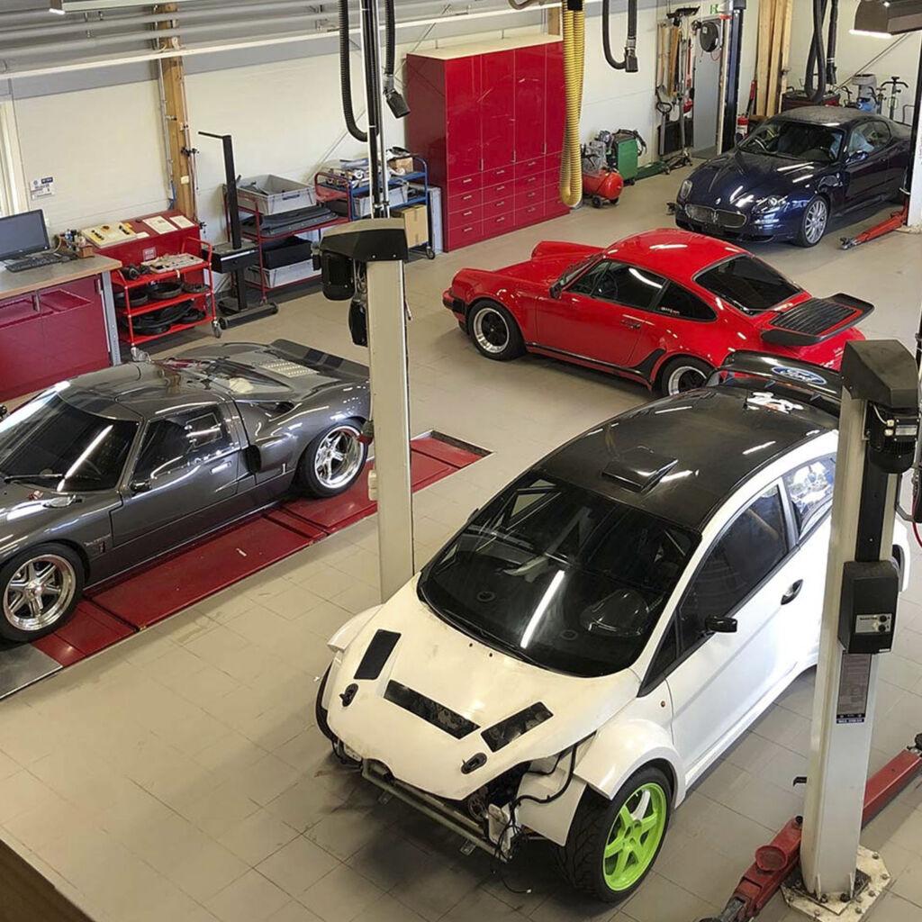 Flera bilmärken inne på service eller ombyggnation hos Bilteknik